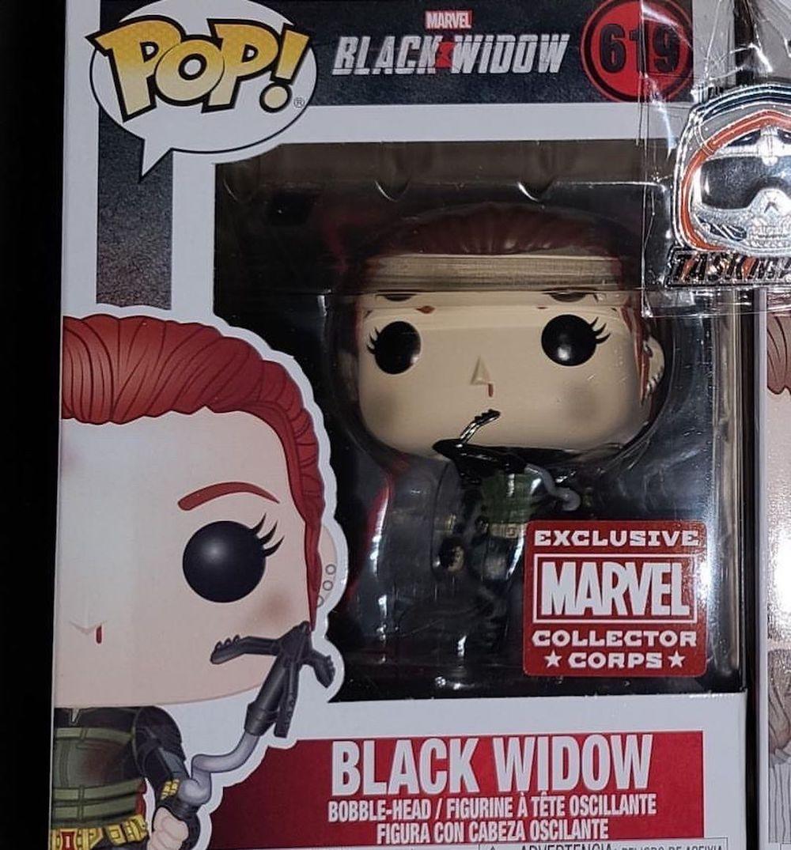 Состав бокса Collector Corps от Marvel и Funko на тему Black Widow (Чёрная вдова)